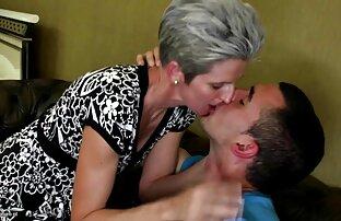 Un uomo youtube film completi porno scopa una ragazza grassa in mutandine nere nelle aperture e cums in bocca